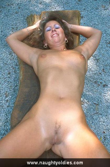 Madura Desnuda En Un Parque Publico Marcando Chochazo Amadurascom