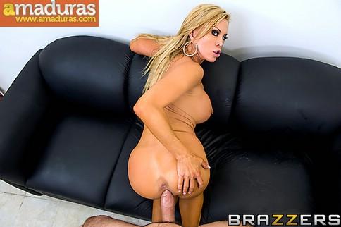 Estrella del porno follando con su fan - Porno Amateur
