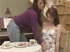La profesora de piano seduce a una alumna